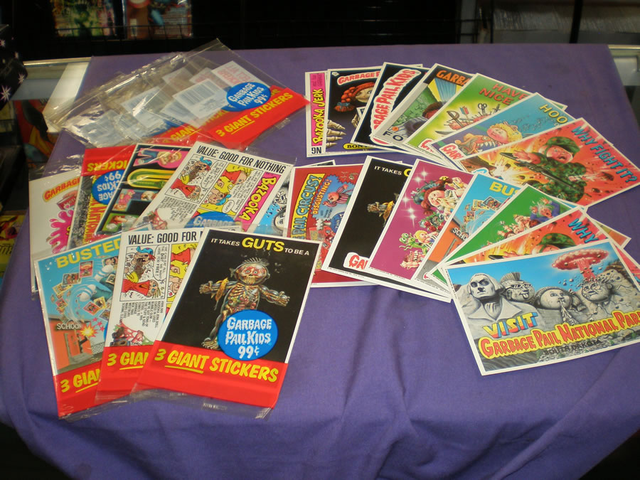 1980S TOPPS GIANT OVER-SIZED GARBAGE PAIL KIDS